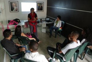 INN promueve el uso del fular en Curso Prenatal (3)