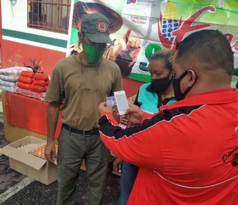 <b>PDVAL llevó alimentos a familias merideñas<b>